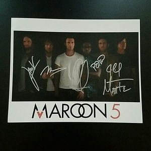 ☆Autographed Maroon 5 Adam Levine Photo☆